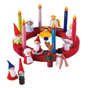 peg people - idea for laying a Christmas wreath on a table with peg people to decorate