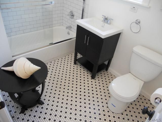 Like the floor tile and matching subway tile trim in the shower ...