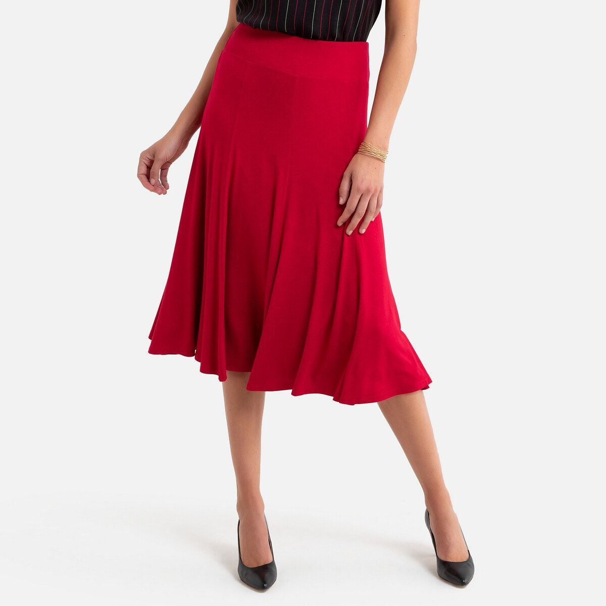 The draping fabric of this full skirt moves with you, and the elasticated waist is very comfortable.product details•shape: full•knee length•length: 70cm for size 10/12 fabric content and care advice•main fabric: 95% viscose, 5% elastane•lining: 100% polyester•machine washable at 30°c on a delicate cycle•iron at low temperature•do not bleach•do not tumble dry•do not dry clean