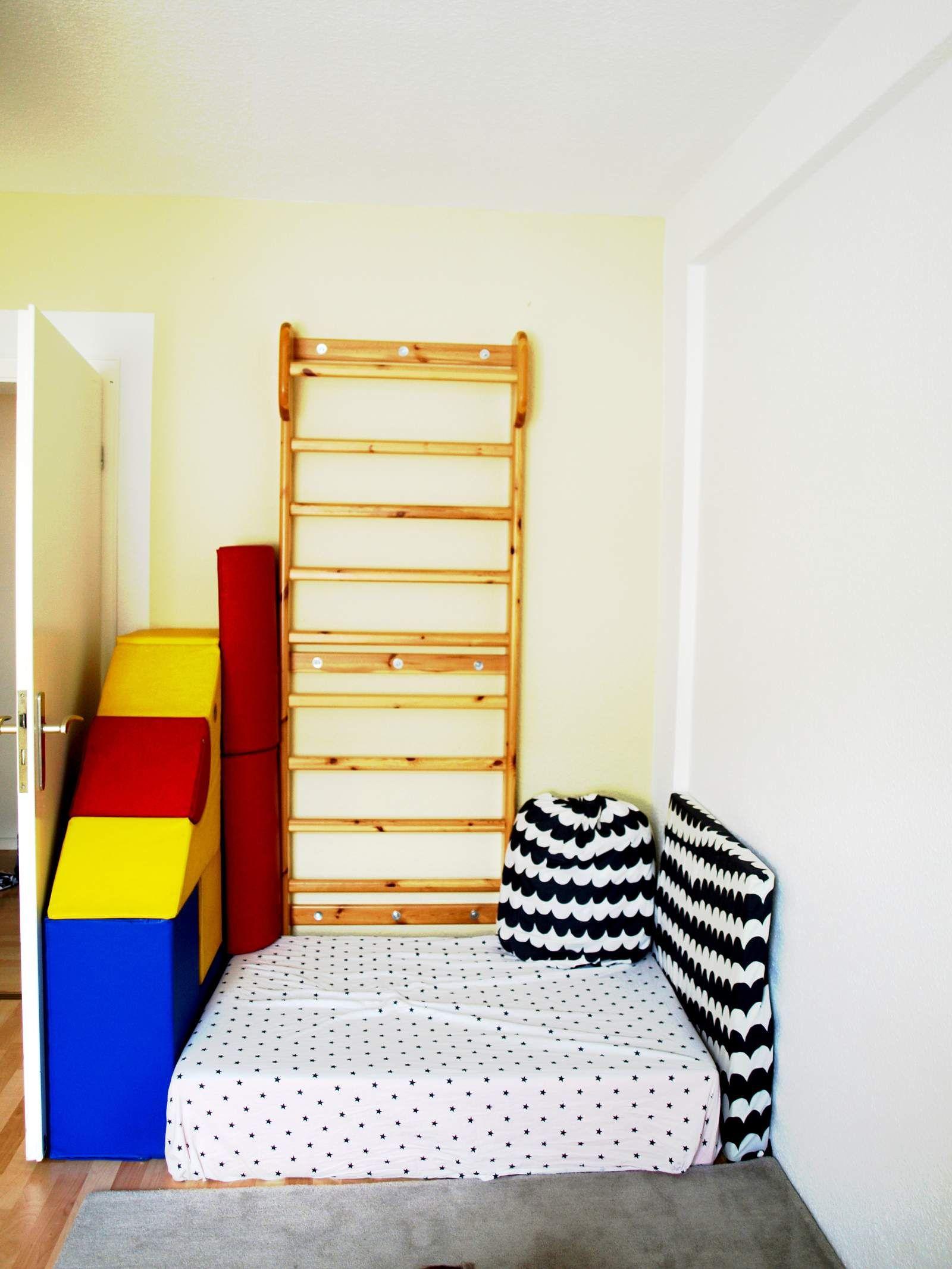 Die Bewegungsecke Zum Toben Und Klettern In Michels Montessori Kinderzimmer.