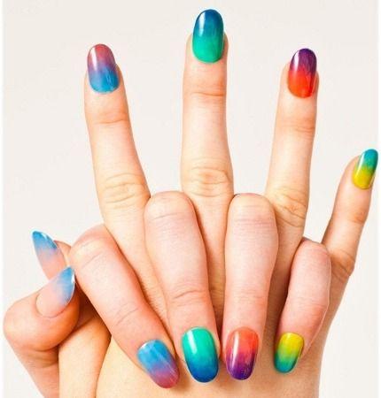 Unhas coloridas! :)