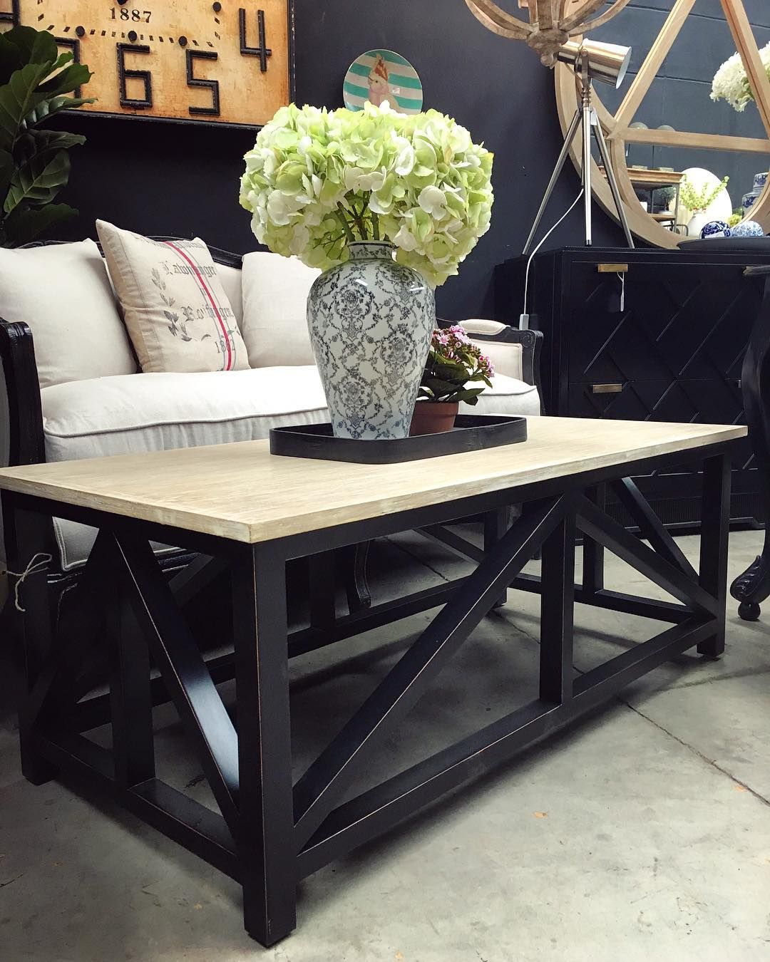 Hamptons In Black Hamptons Style Need Not Be All Whites And Blues Try Adding Some Sophistication With Black Can Hamptons Style Decor Hampton Furniture Decor