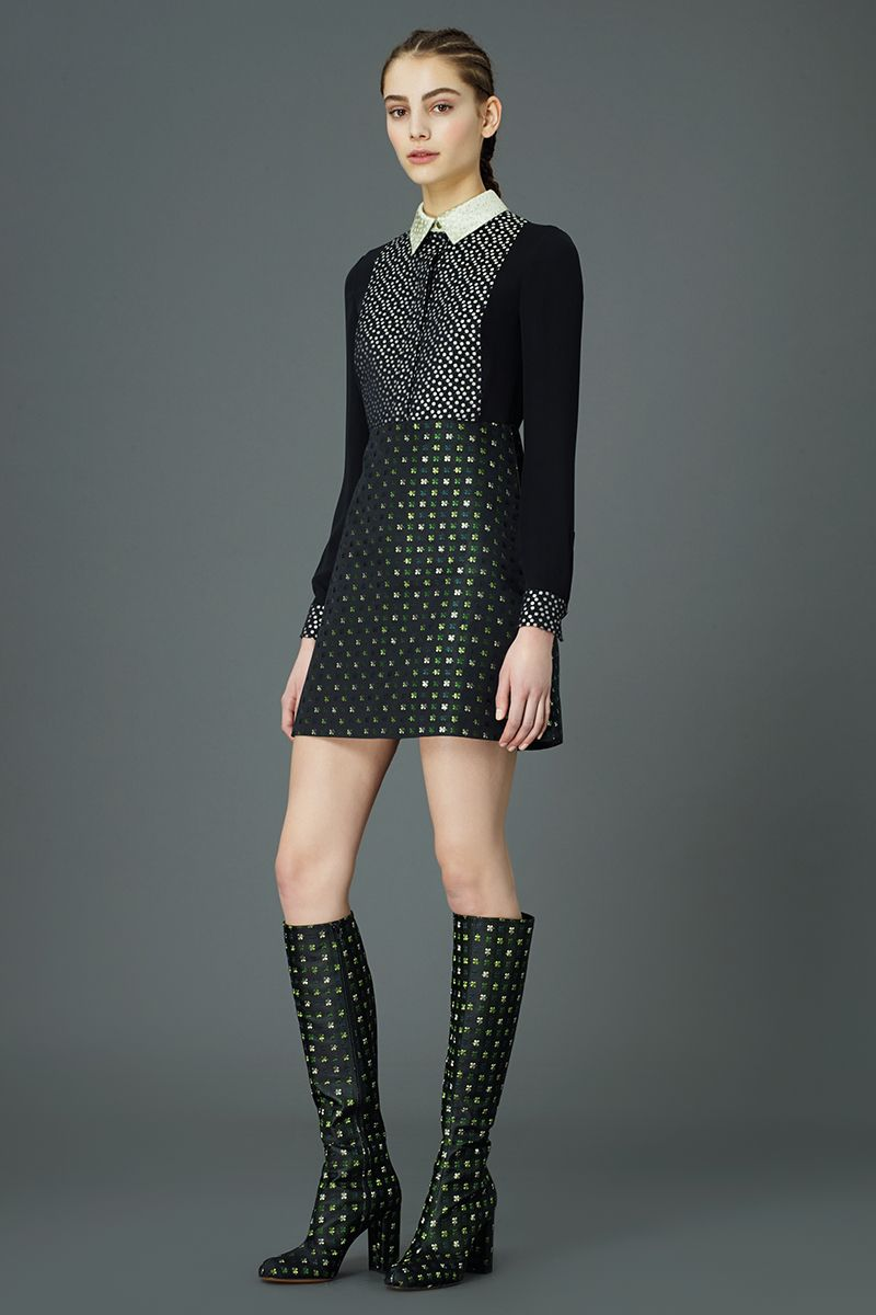 Valentino Pre-Fall 2015 Runway – Vogue. Polka dots boots, dress, Vestido de lunares , botas estampado lunares.