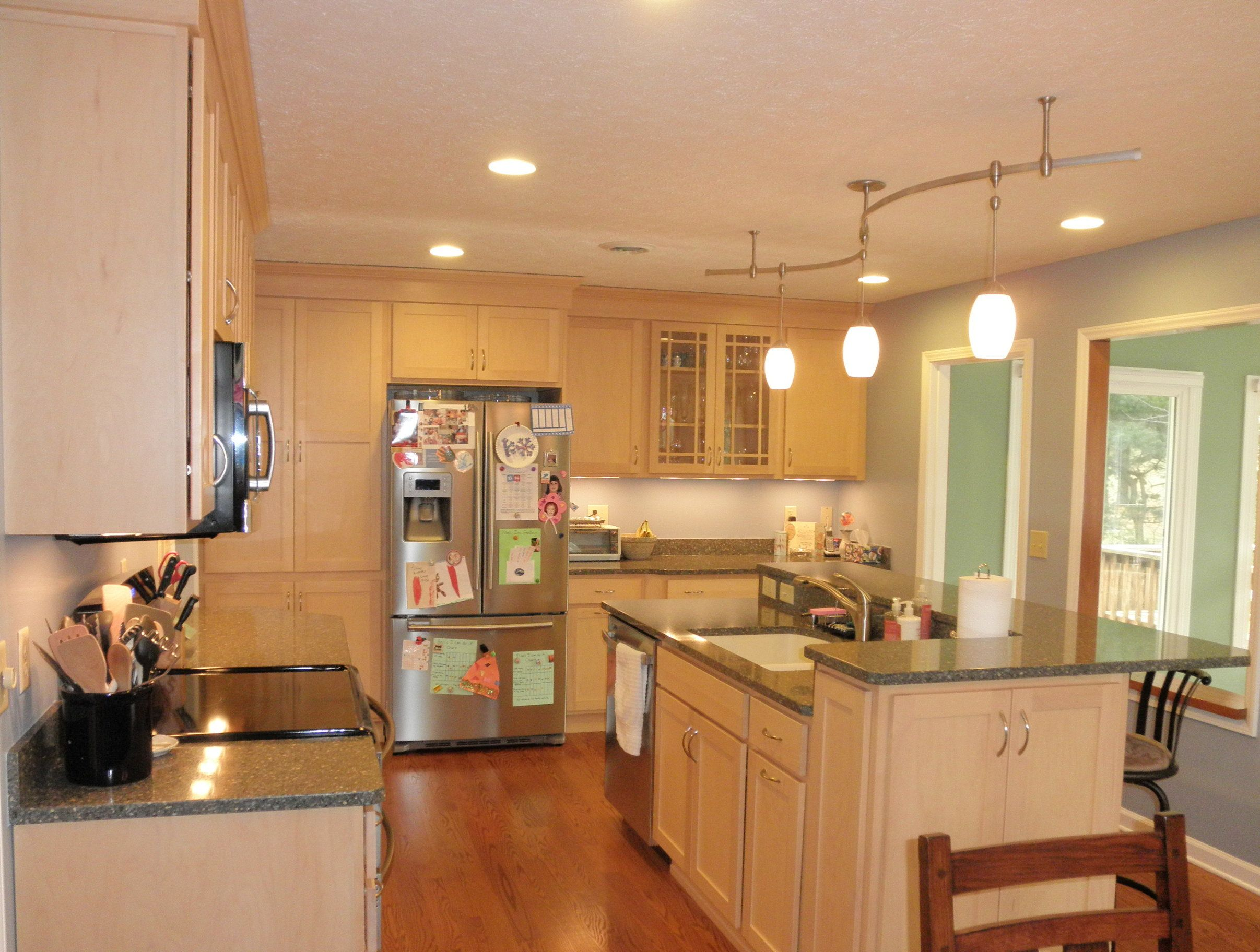 quartz countertops with natural maple cabinets (With ... on Natural Maple Cabinets With Quartz Countertops  id=19585