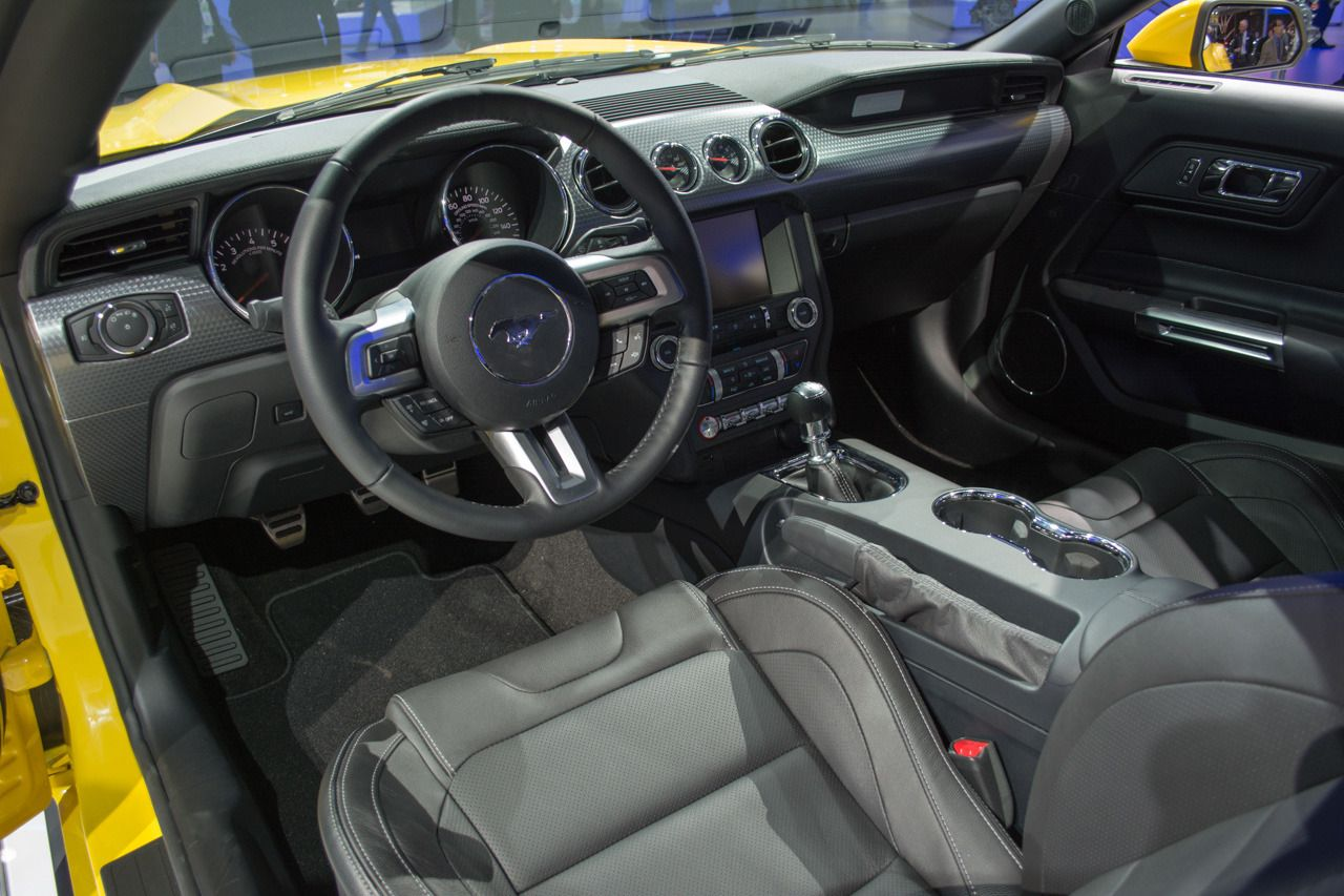 Detroit 2014: 2015 Ford Mustang GT   Interior Front
