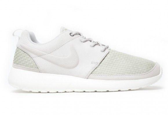 new style d2d4e eebd9 Nike Roshe Run Woven Grey White Detailed Pictures