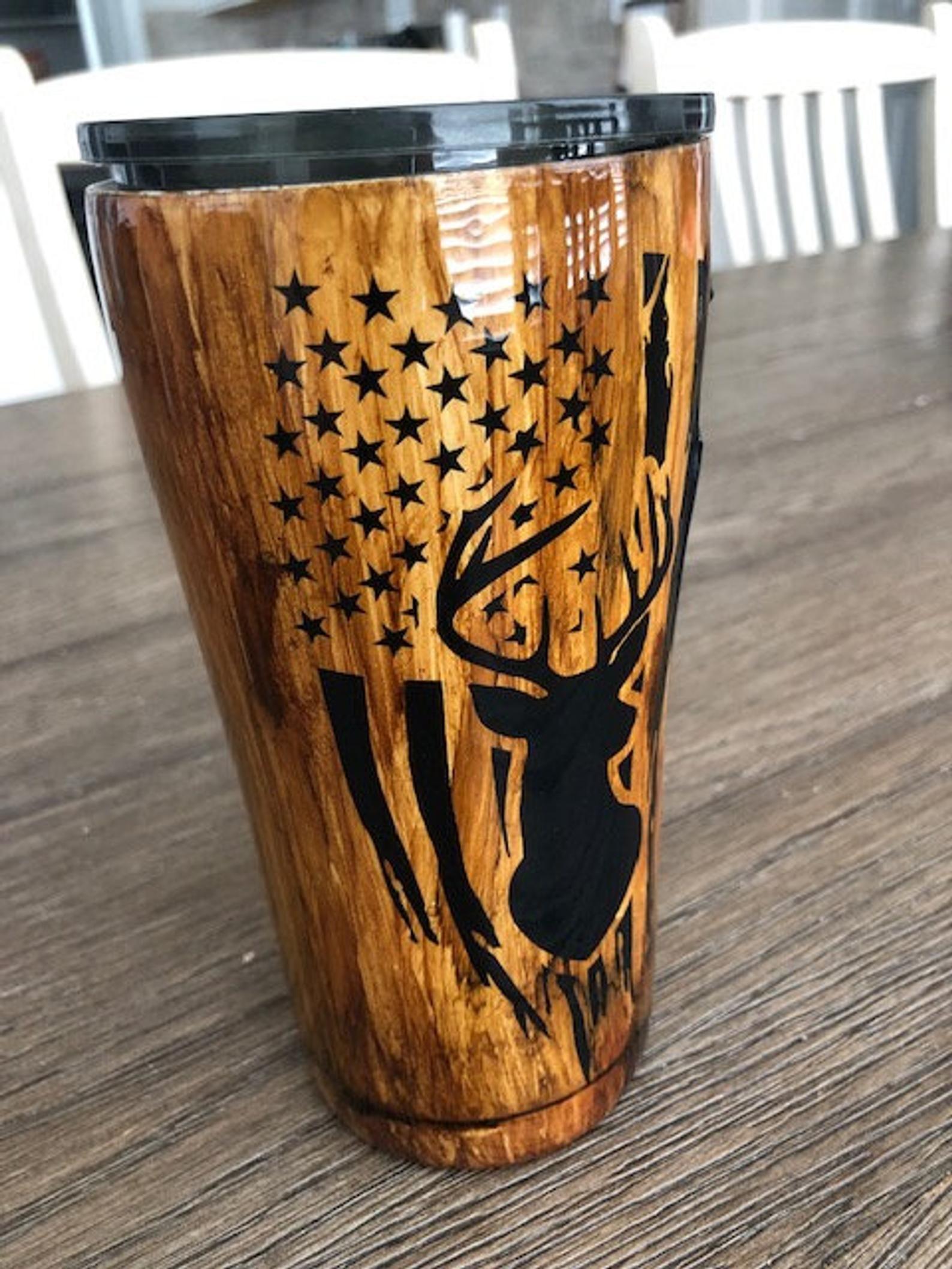 Wood Grain Tumbler With American Flag And Deer Mens Tumbler Etsy Custom Tumbler Cups Yeti Cup Designs Tumbler Cups Diy [ 2117 x 1588 Pixel ]