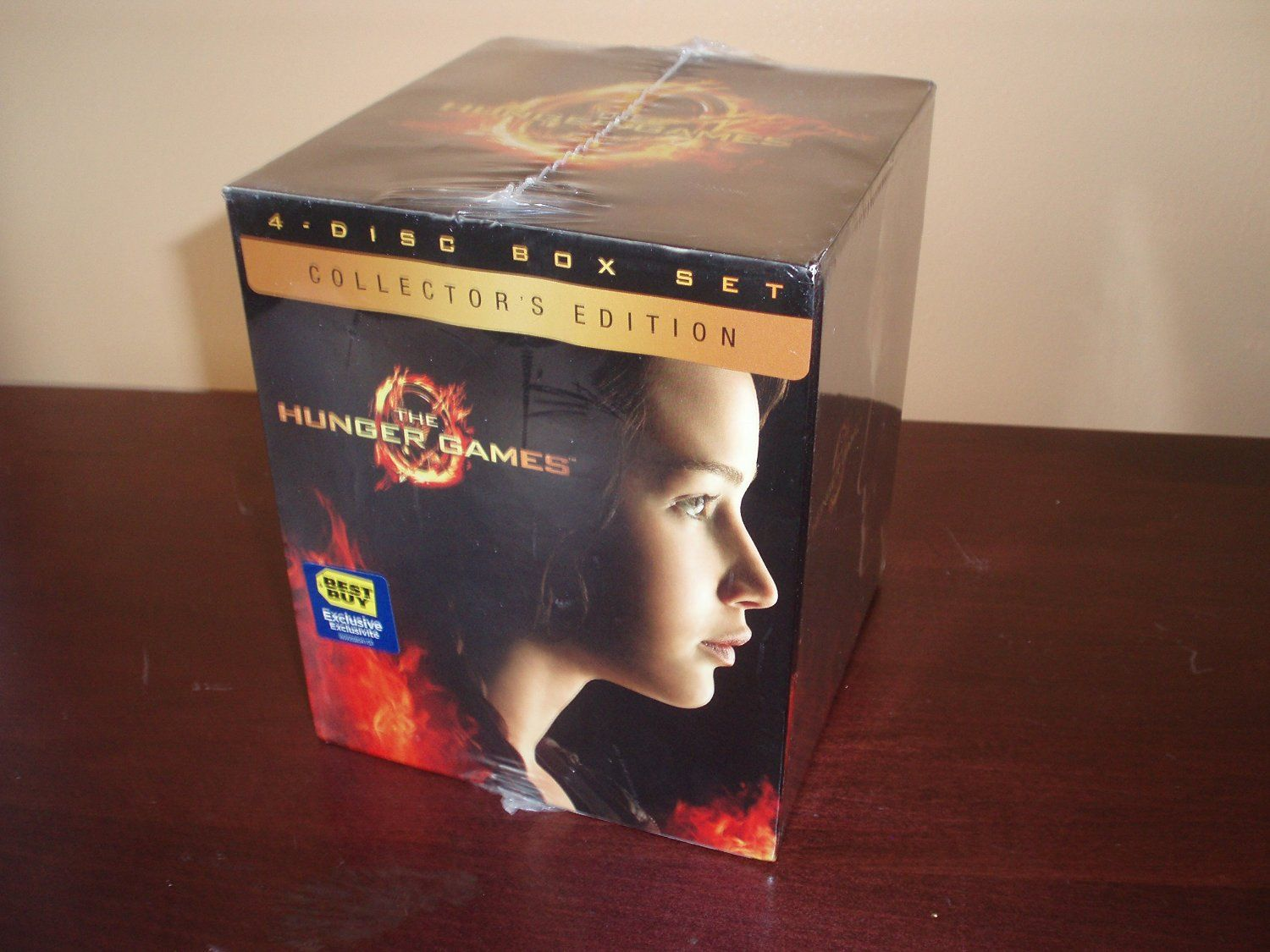Amazon.com: The Hunger Games Collector's Edition 4-Disc Box Set: Movies & TV