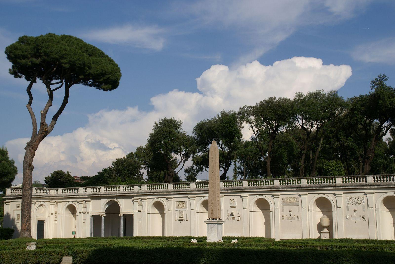 Rom, Viale Trinità dei Monti, Villa Medici, Galerie und Obelisk (gallery and obelisk) | da HEN-Magonza
