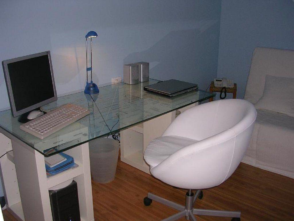 Pin de ritzzo en escriptoris pinterest escritorios y ikea for Mesas para ordenador ikea