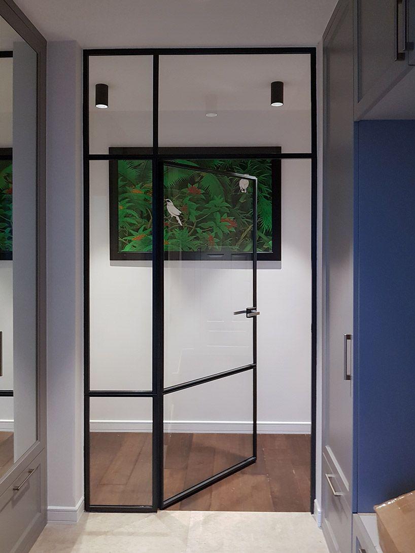ściana działowa w połączeniu z drzwiami w holu karol pinterest