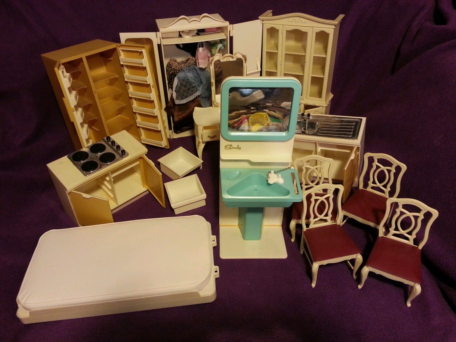 Marvelous Check Out The Sink With Plug On A Chain! Huge Vintage Sindy Doll House  Furniture