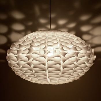 Norm 03 on koottava lampunvarjostin, joka muodostuu 39 osasta. Lampun orgaaninen ja yksinkertainen muoto tekee siitä vastustamattoman.