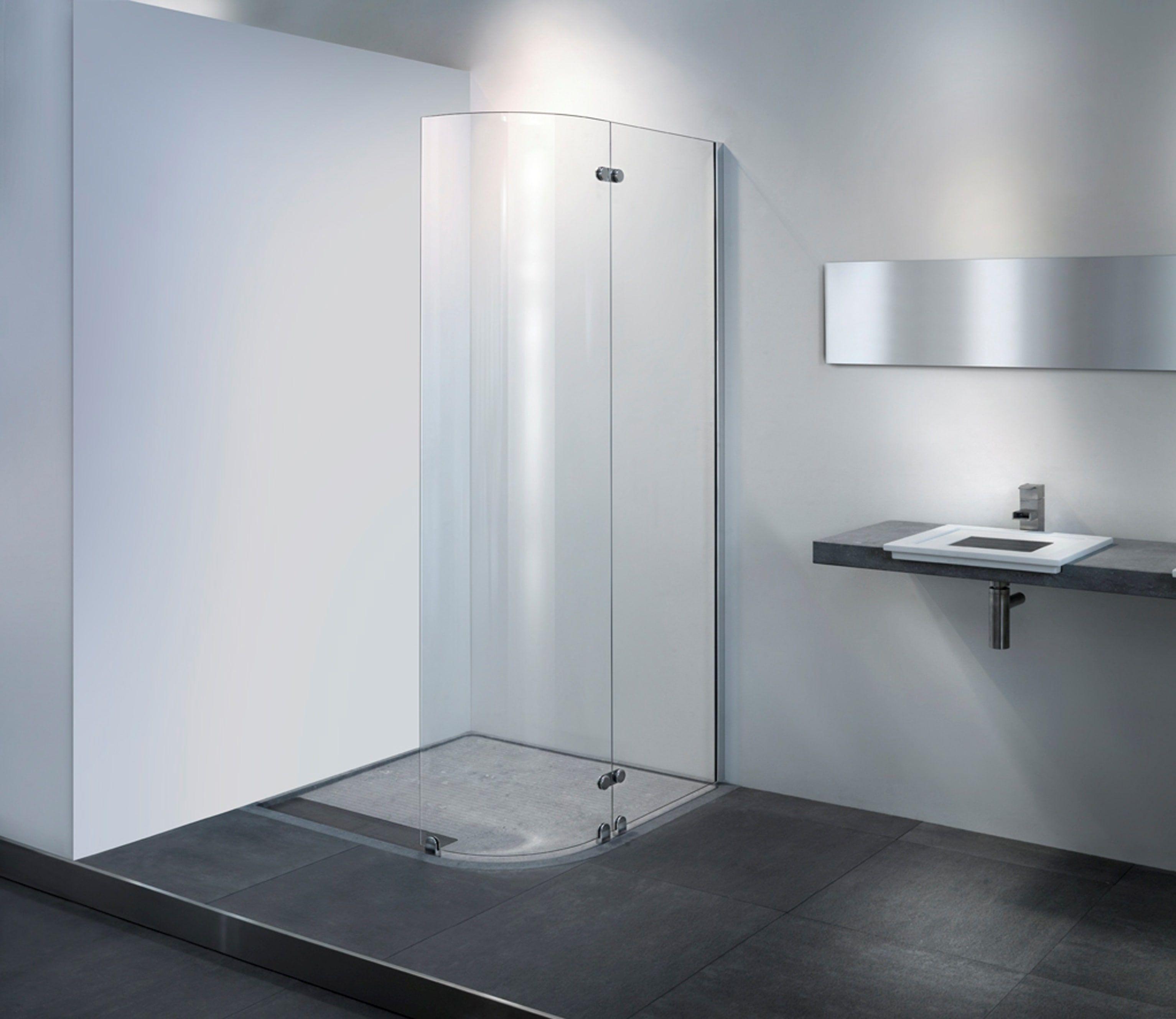 deze inloopdouche bestaat uit een rechte douchewand met een