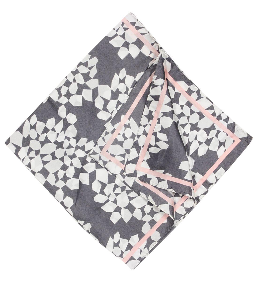 carr de soie scarves pinterest carr de soie soie. Black Bedroom Furniture Sets. Home Design Ideas