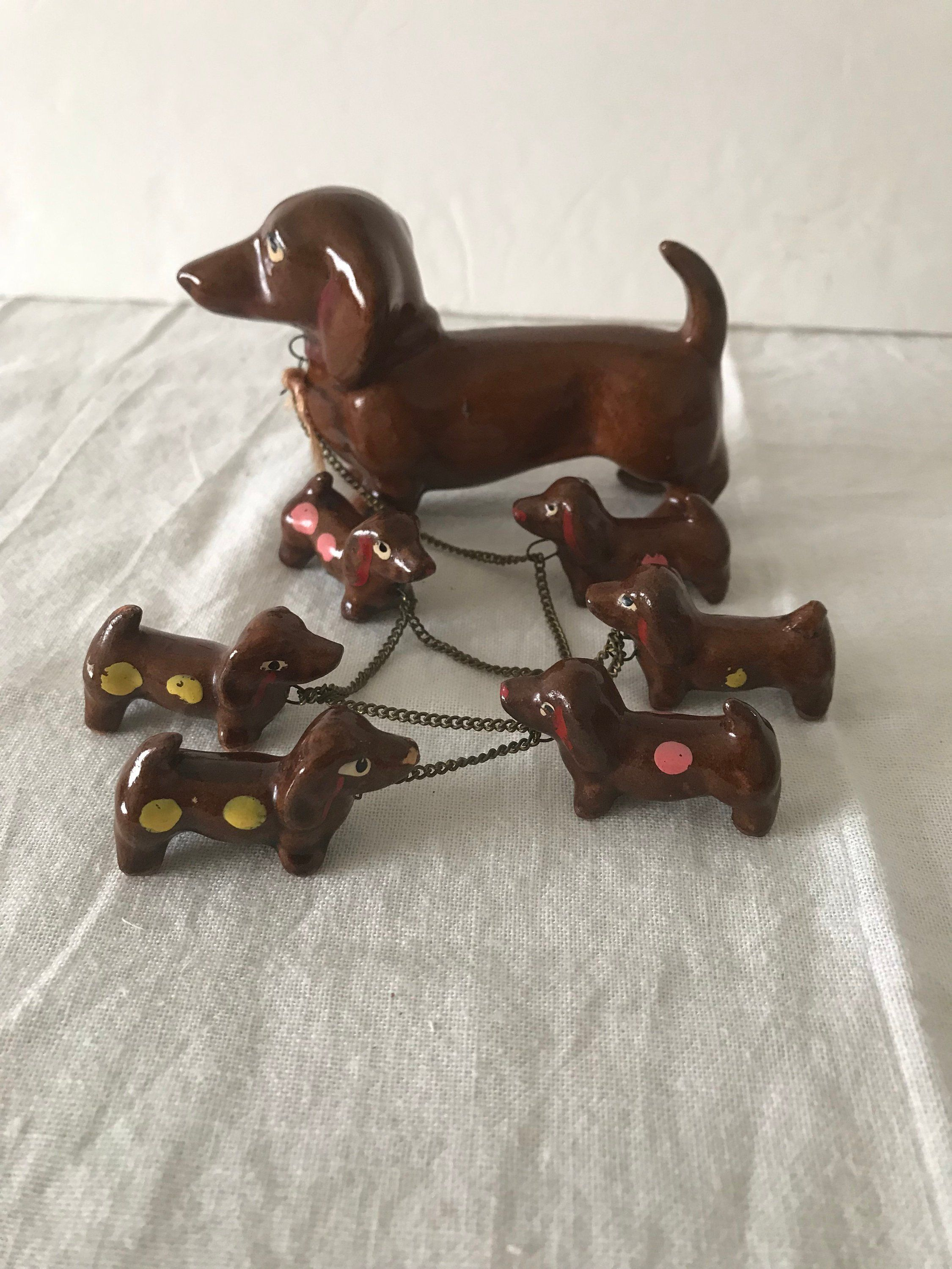 Free Ship Vintage Mother Dachshund Dog Figurine Chained With 6
