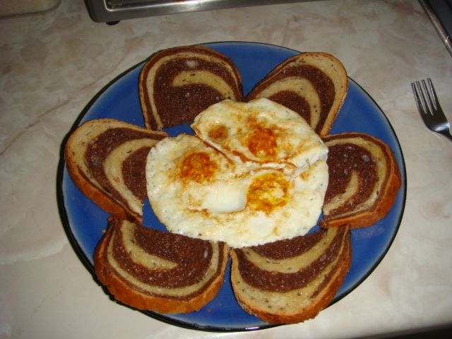 toast and eggs flower