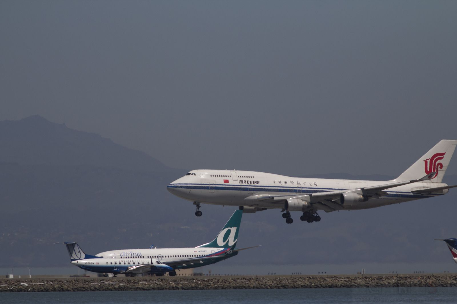 Large Jets In A Maze Air china, Jet, Boeing 747 400