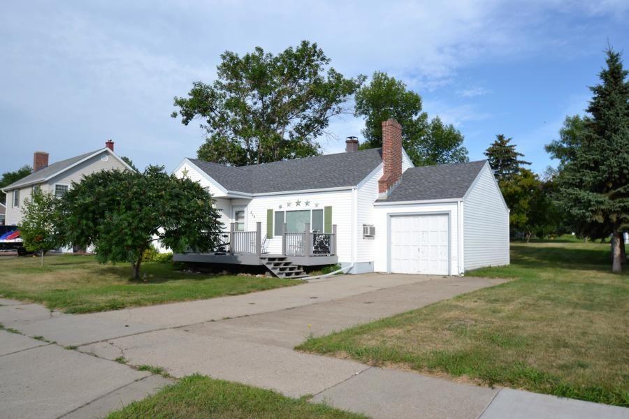 218 3rd St Riverdale Nd Phyllis Rittenbach 701 426 8319 Ranch Style Near Lake Sakakawea Hardwood Floors In 2020 House Viewing Real Estate Property