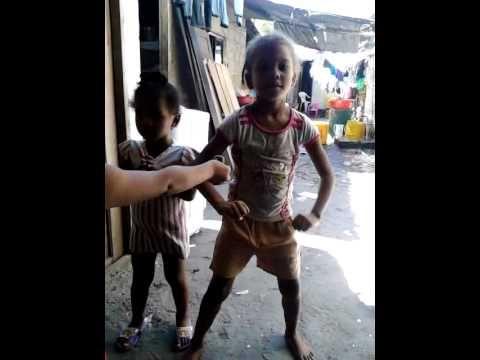 Niña Bailando El Serrucho En Barranquilla | menina dancando