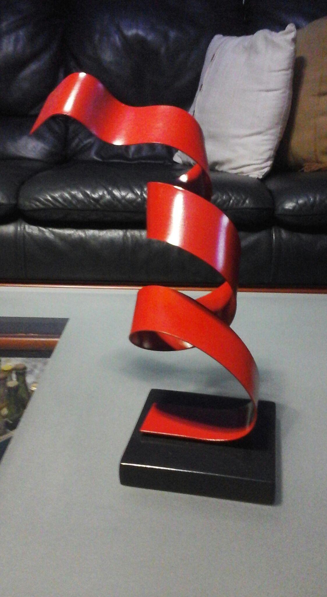 """Extraordinaria  esculturas """"movimientos"""" realizadas por el artista plàstico Antonio Solano, en metal con base en Resina, podemos disfrutarla que se encuentra exhibida en nuestra Galería, ubicada en la Marina Internacional Bahía Redonda. Si desea adquirir algunas de sus esculturas podrá contactarnos a través de los números 0426 9853287 (Whatsapp) y 0416 4881610 y 0281 2860993 cantv-hab, Email: bahiaredondagaler.... Se entregan personalmente"""