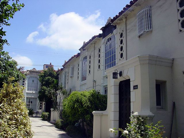 02e Courtyard Apartments 1224 1226 N Flores St E Courtyard Apartments Courtyard Historic Buildings