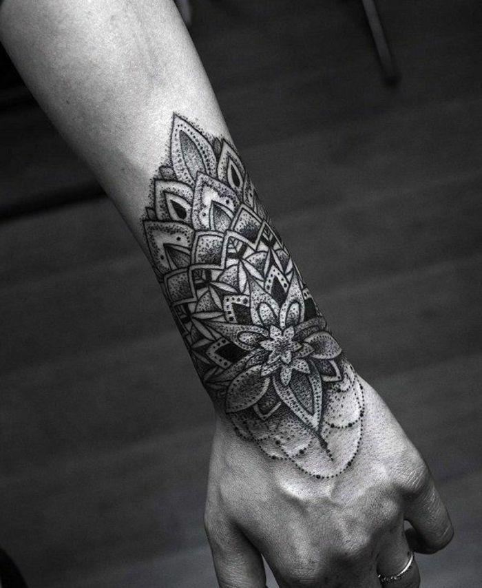 75 innere Unterarm Tattoos für Männer - männliche Design