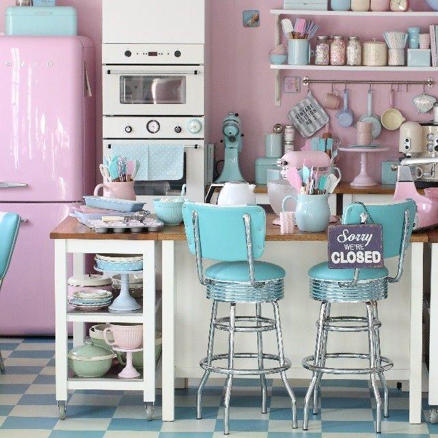 Retro Pastel Kitchen Passionforbaking Via Instagram Retro 50s Pastel Kitchen Home Decoration Diorama Inspir Retro Home Retro Home Decor Retro Kitchen