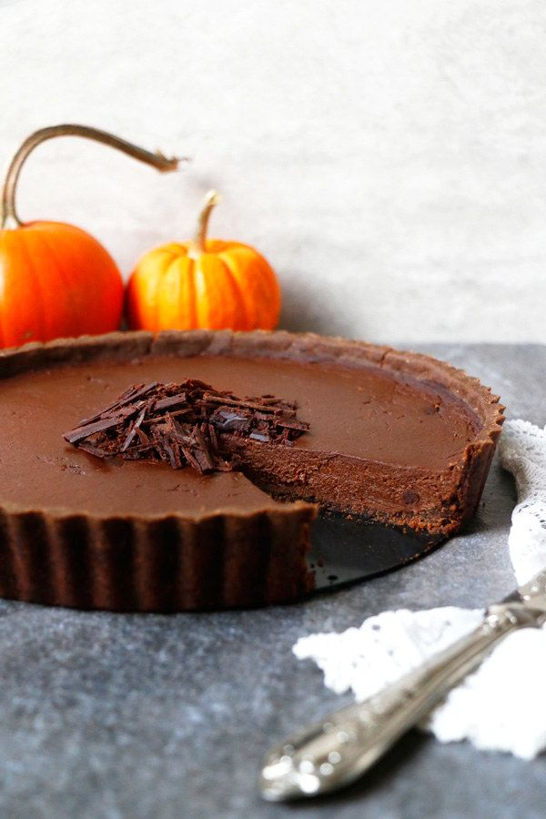 Chocolate Pumpkin Tart - Vegan, Gluten Free, Nut-Free Whether you are looking for delicious and decadent classic desserts or new twists on old favorites, we have you covered. Check out these twenty-seven crowd-pleasing Thanksgiving desserts which include gluten-free, paleo, vegetarian, vegan and nut-free options. Your only problem will be deciding which of these scrumptious desserts to serve! #thanksgivingdesserts