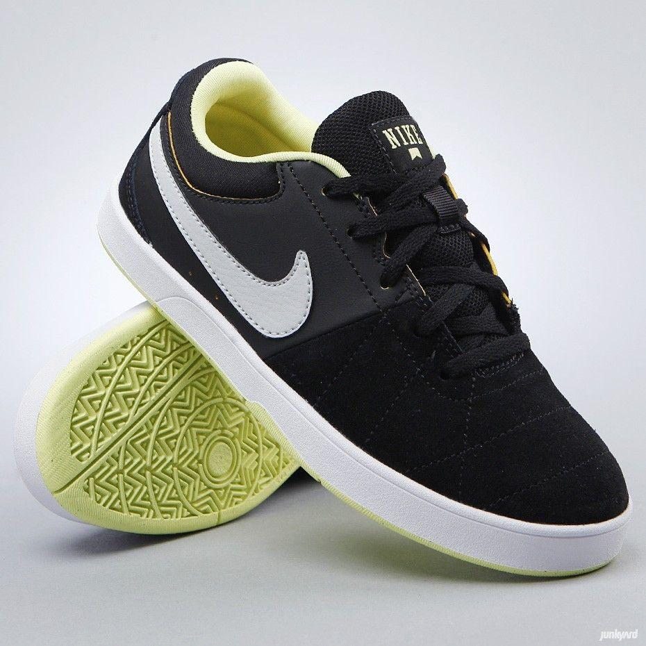 Juniorskor från Nike SB.