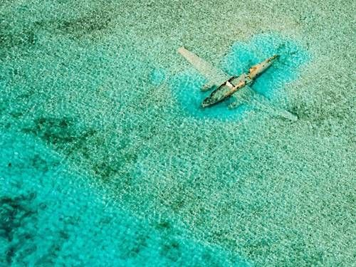 Submerged plane