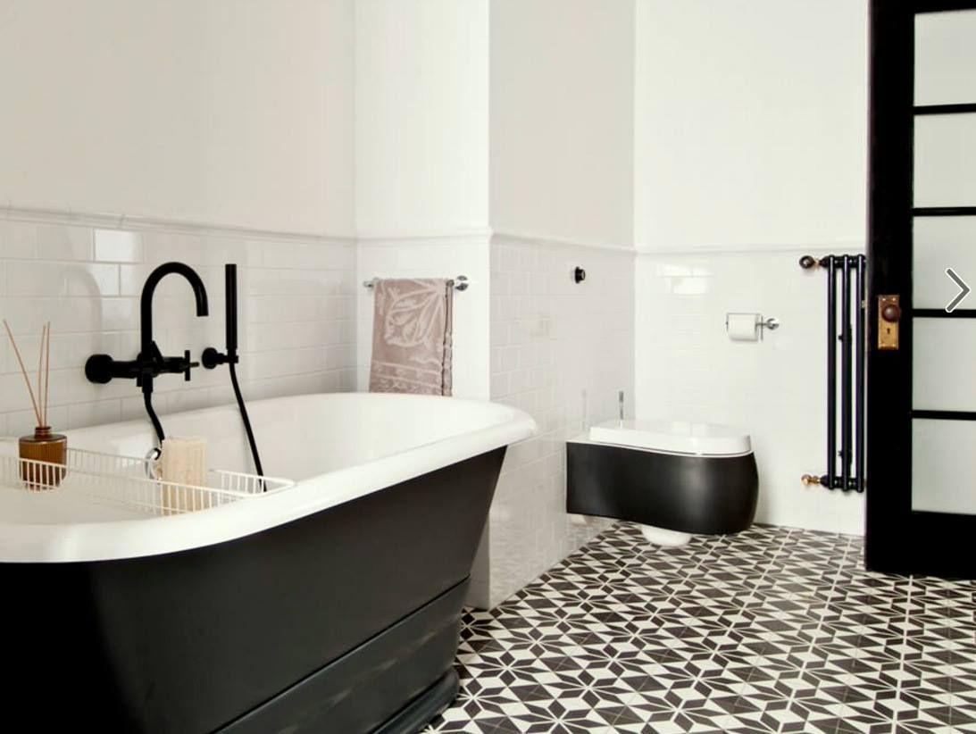 Lambrisering In Badkamer : Randje op lambrisering badkamerk lambrisering