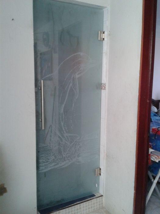 Ventanas y puertas de aluminio vidrio templado 9900 en for Puertas de aluminio para bano