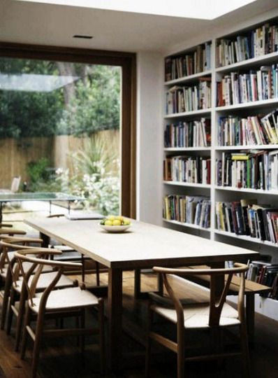 Libros + cocina + Fishbone chair = win win win