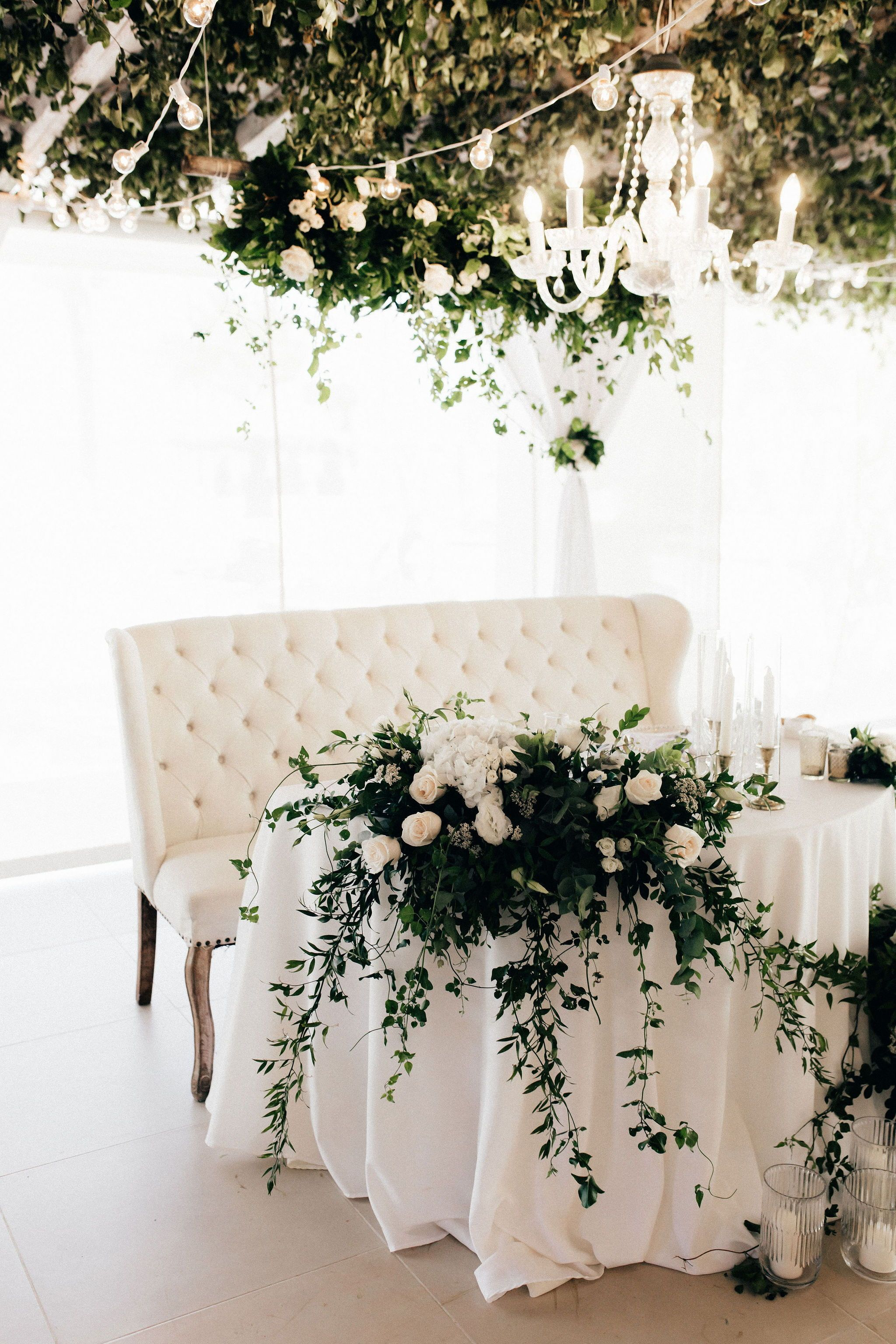 Elegant Bride Groom Love Sofa Make This Unique And Stunning Sweetheart Table So Opulent Bride Groom Table Sweetheart Table Wedding Brides Table Decorations