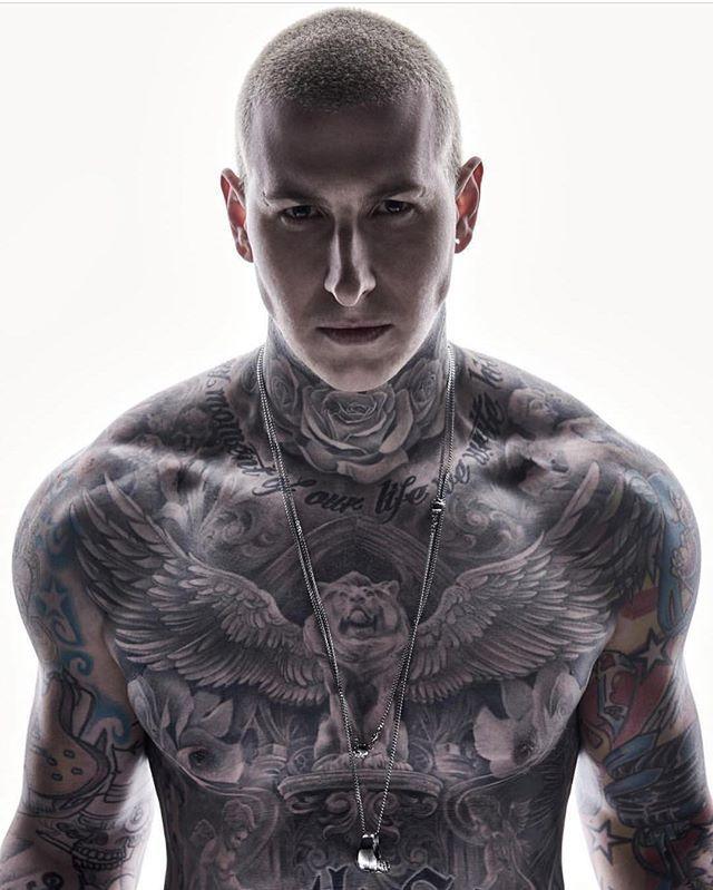 """Epingle Par ƛœå¹³ Éˆå¿—ç""""° Sur Petit Tatouage Tatouage Homme Cou Homme Tatoue Tatouage Torse Homme"""