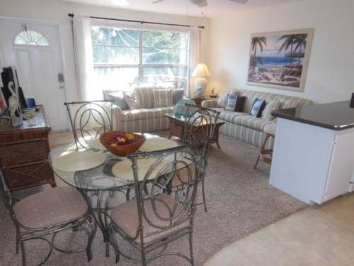Bahama Beach Club 19 Apartment Fort Myers Beach (Florida) Bahama Beach Club 19 Apartment offers accommodation in Fort Myers Beach, 24 km from Fort Myers. The unit is 34 km from Naples.  A dishwasher and a microwave can be found in the kitchen and there is a private bathroom. A TV is provided.
