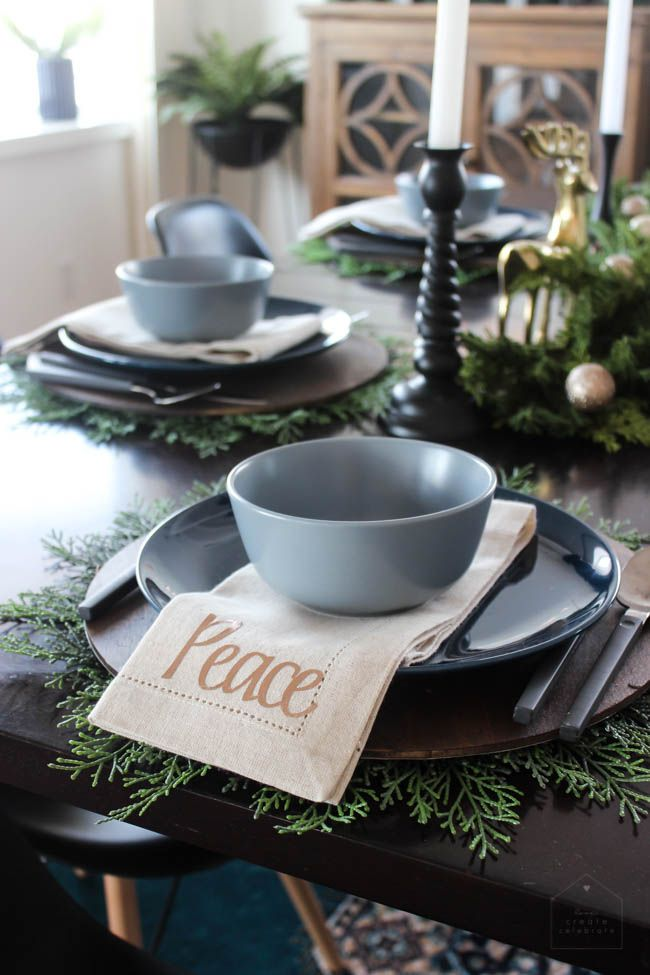 A beautiful modern Christmas Dining Room! The beautiful centerpiece modern table settings and & A Simple and Elegant Christmas Dining Room | Gold color scheme ...
