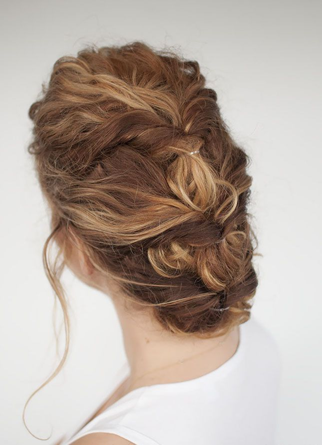 This curly twist hairstyle is perfect for