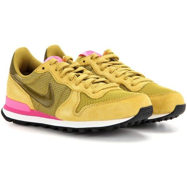 Nike Nike Internationalist Sneakers (299.385 COP) ❤ liked on Polyvore featuring shoes, sneakers, yellow, yellow shoes, nike, nike trainers, nike sneakers and nike shoes