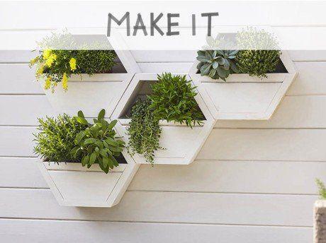 Diy Realiser Une Jardiniere Murale Plant Stand Plants Wall Planter