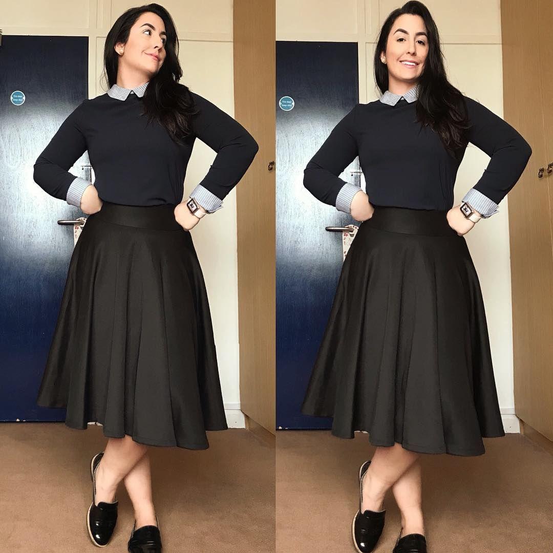 45289d53c #lookoftheday: Saia midi preta, blusa azul marinho com gola e punho listrado  e sapatilha com acabamento em verniz. Eu adoro esse look mais colegial que  ao ...