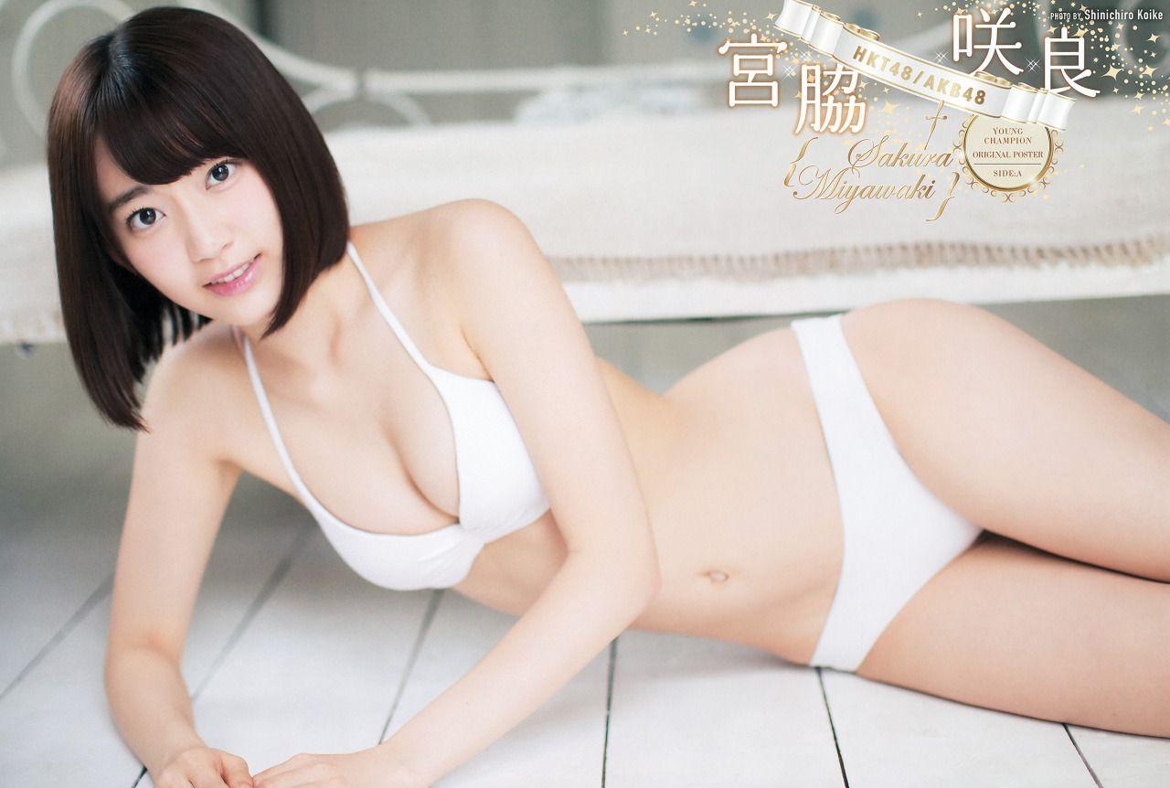 Miyawaki Sakura (IZ*ONE) khoe vòng một căng tràn gợi cảm