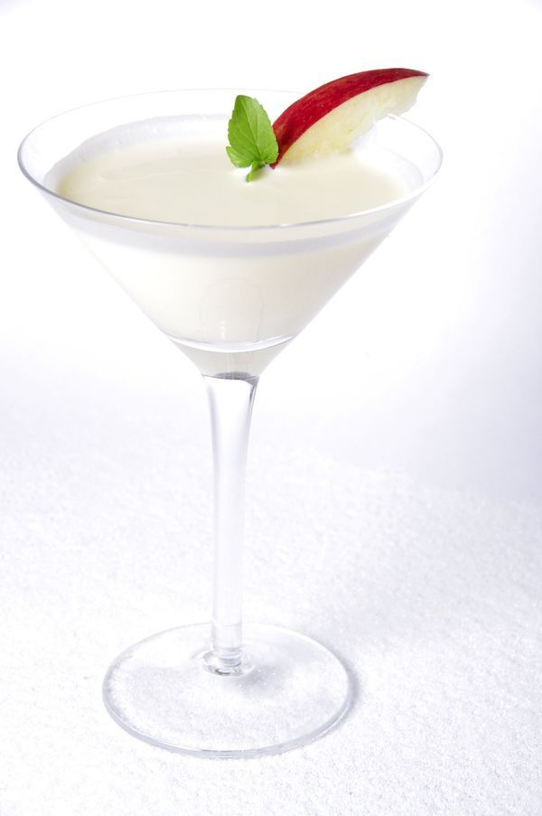 Snow White Cocktail | White cocktails, Chocolate cocktails, Wine ...