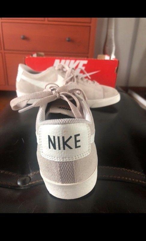 Jamais Porté Nike Vends Neuf Bonjour Et Encore Grise Des Je Blazer yOwnmvN80