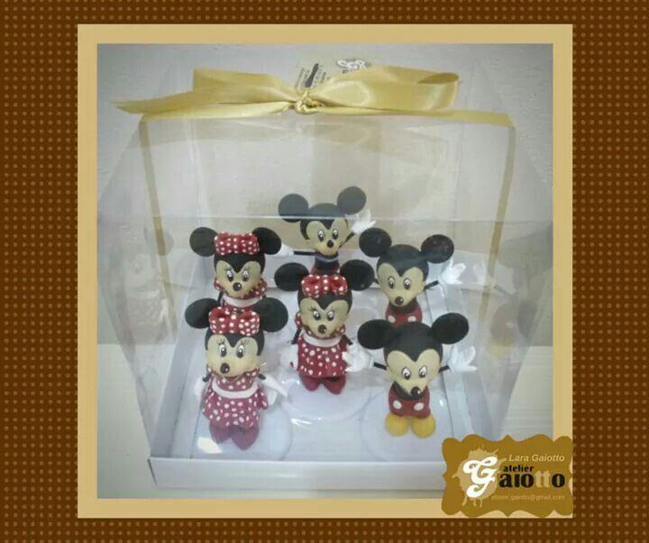 Enfeite de mesa prontos para viagem! Mickey e Minnie confeccionados em biscuit/porcelana fria. www.facebook.com/gaiotto.atelier http://agaiotto.blogspot.com/ atelier.gaiotto@gmail.com F: (19) 3012-3588