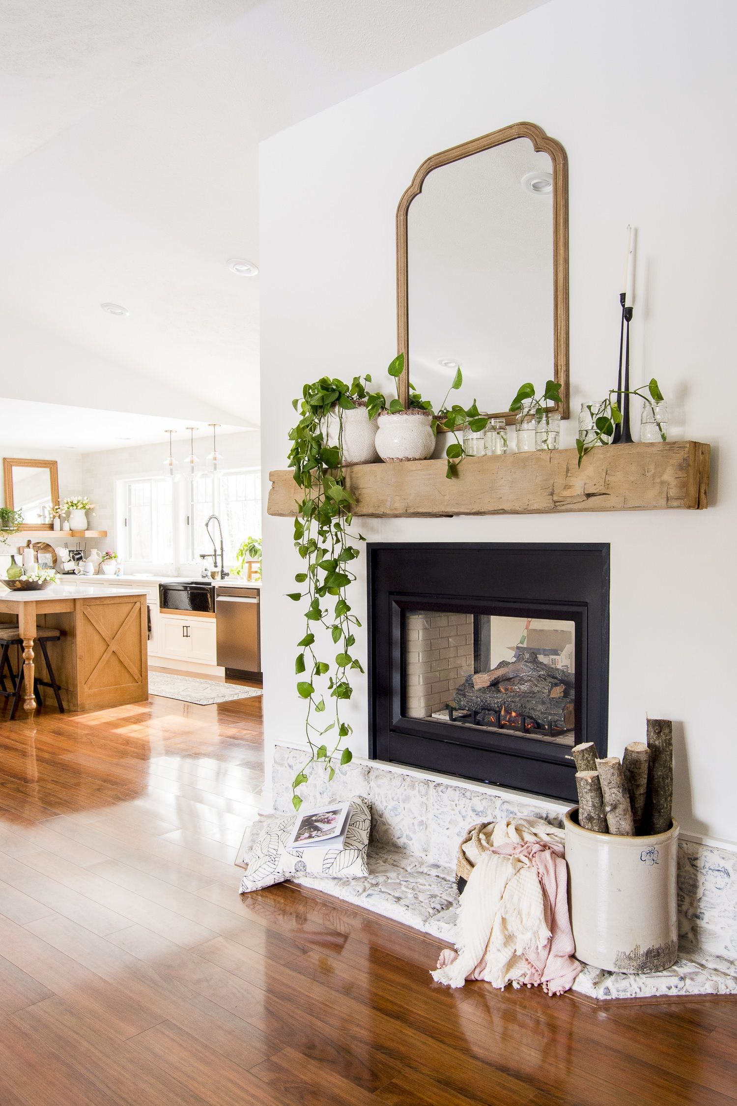 Styling spring mantel decor with plants is an easy task! Learn how easy propagating pothos is, while letting this indoor plant serve as decor too! #fromhousetohaven #propagatingpothos #indoorplants #springmanteldecor #fireplacedecor #springdecorating #pothos