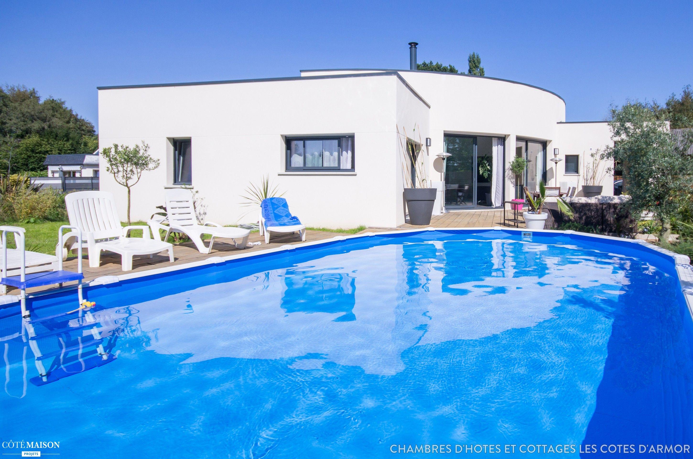 La piscine ext rieure de cette maison d 39 h tes appelle la - Chambre d hote piscine bretagne ...