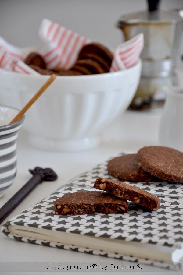 Biscotti al farro con cacao e nocciole