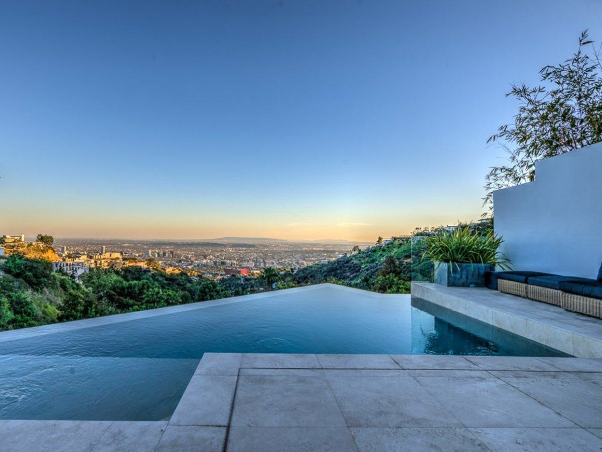 Pinterest & Infinity pool with a view | project sokoreli | Minecraft houses ...